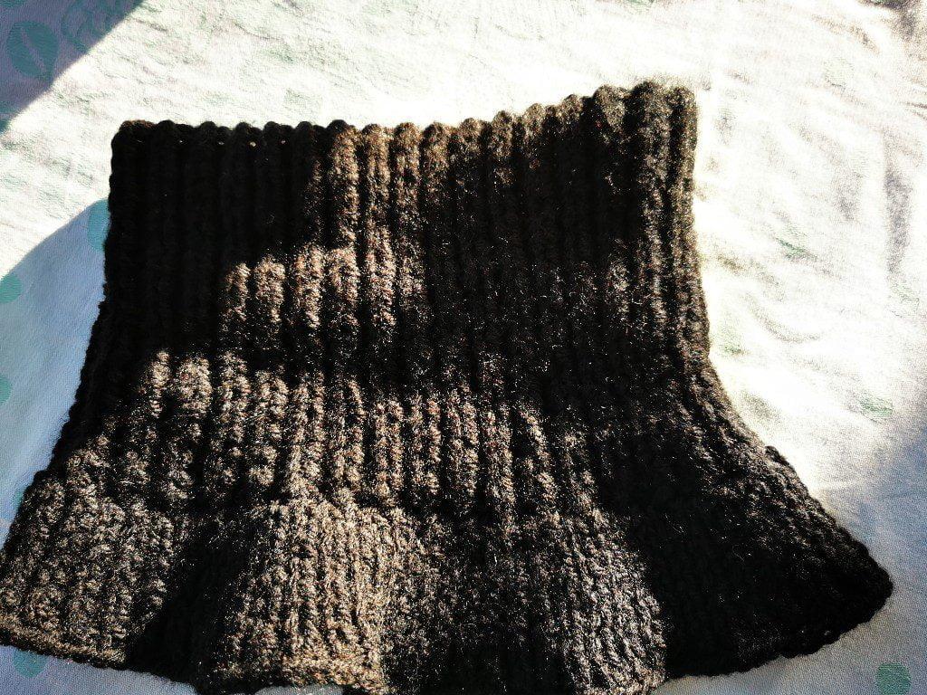 komin czarny z wełny