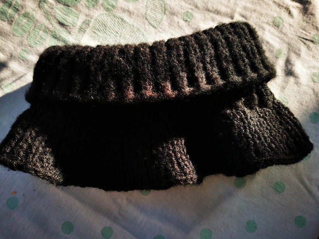 czarny komin z wełny